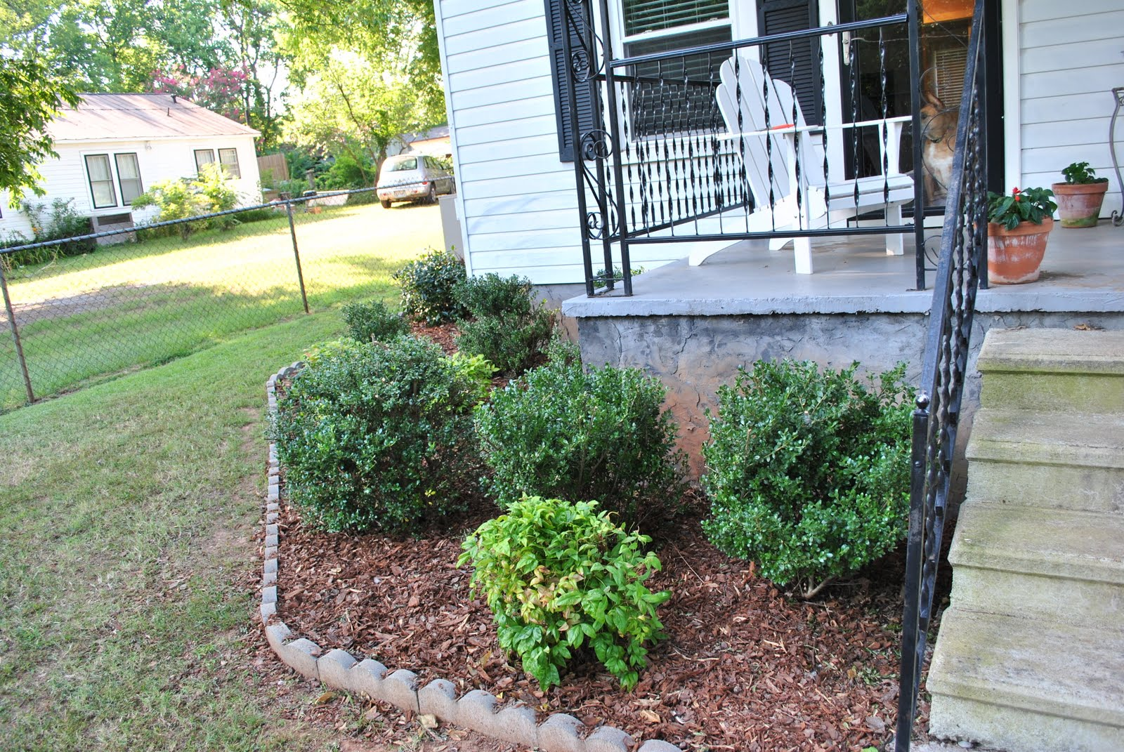 how to put mulch in flower bed
