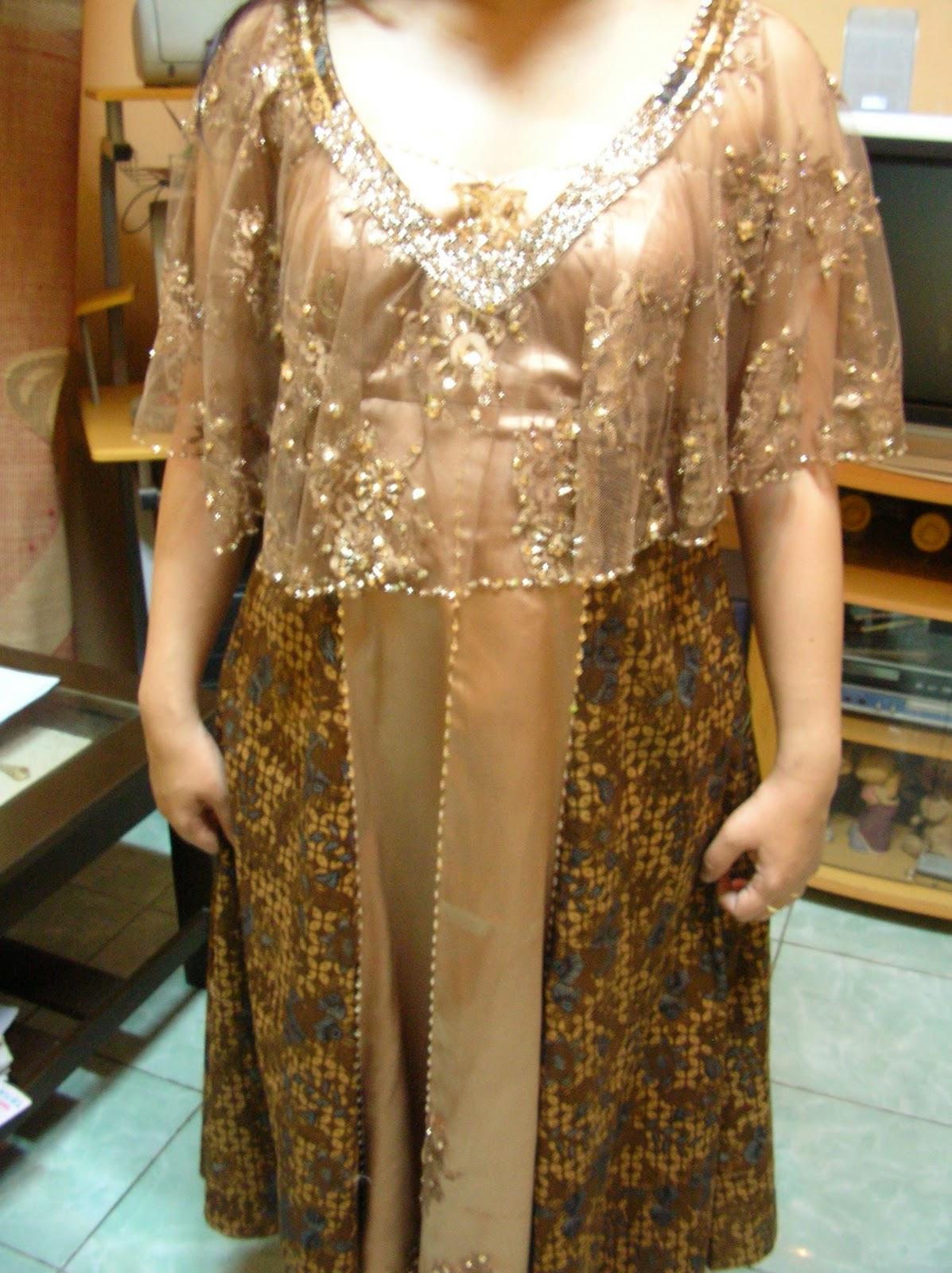 Desain Baju Pesta, Kebaya Modern dan Gaun Pengantin: Gaun Pesta Batik ...