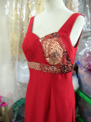 Desainer: Model Dress Pesta Chiffon dan Batik Merah
