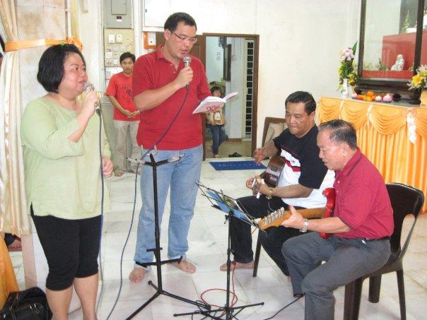 Hymn singing led by Cedric Tan