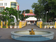 A small fountain infront of Main Shrine Hall