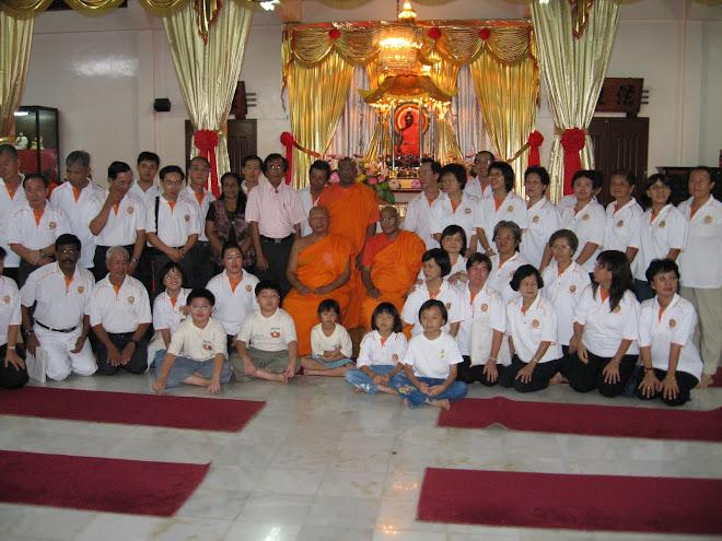 The Chanatingfarers in the Main Shrine Hall