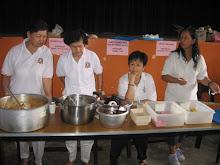 SKE Volunteers helping to serve breakfast and lunch to devotees