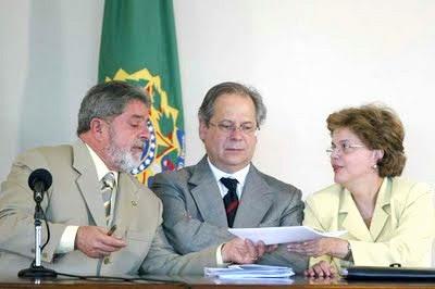 http://1.bp.blogspot.com/_EJ43f906U3I/SreEn17wJpI/AAAAAAAAAXI/W6kISOfRfUc/s400/Lula.Dirceu.Dilma.jpg