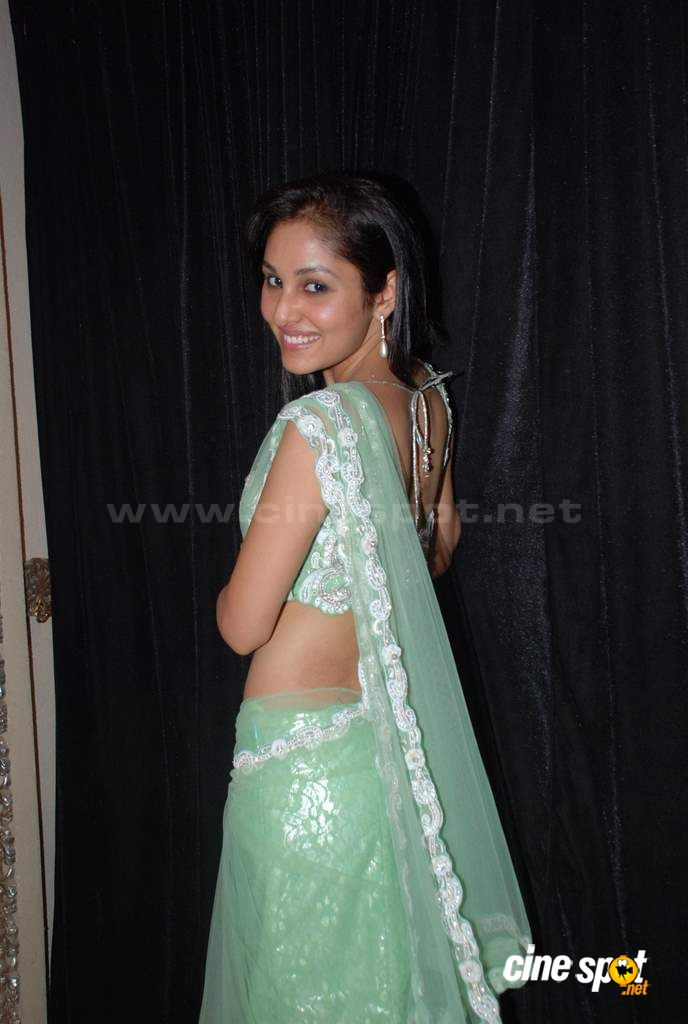 Pooja Chopra Sexy Pics in Green Saree