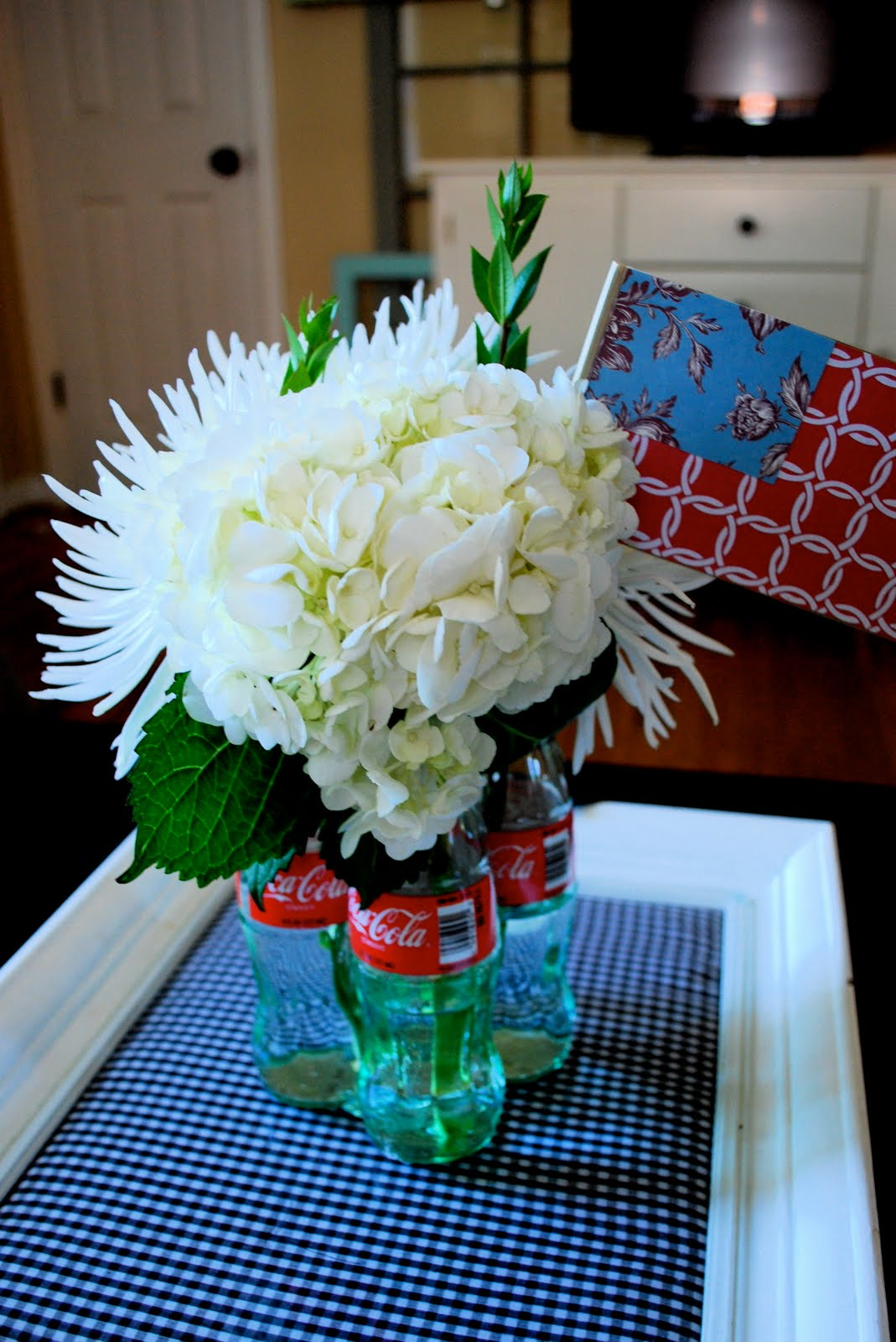 Wednesday 39 s wowzers inspiration while i 39 m doing laundry for Glass bottle centerpieces