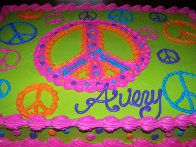 Girl Birthday Cakes on Shelli Belli Cakes  Avery S Peace Sign Cake