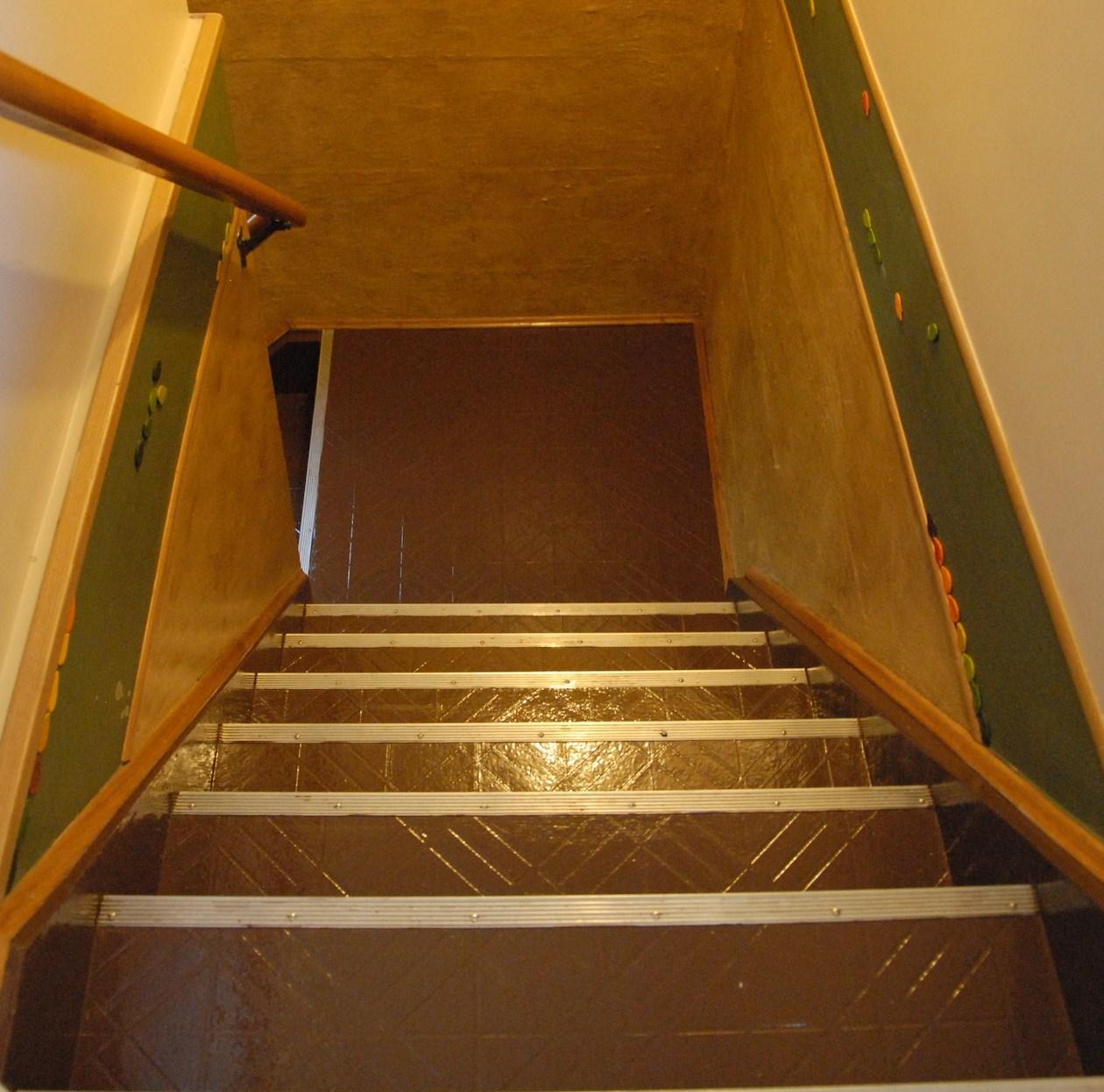 Painting linoleum floors serial room arranger for Can you paint linoleum floors