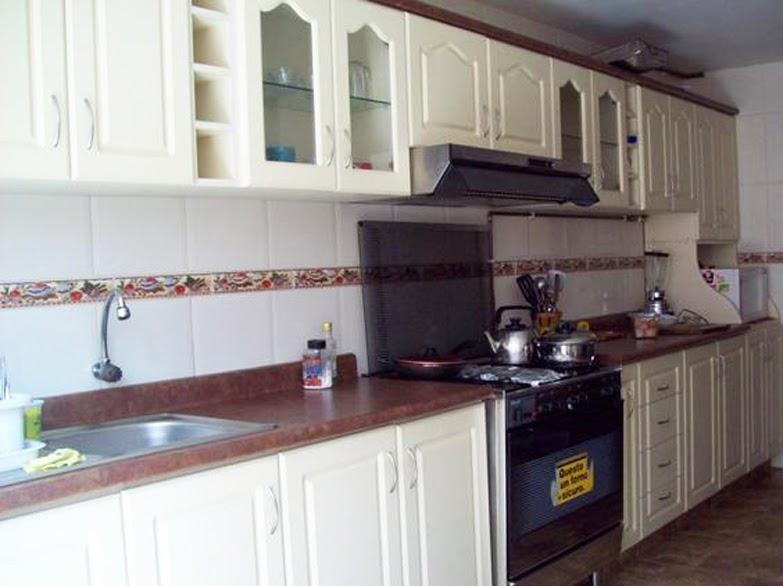 Muebles decoratiba adolfo ibarra v mueble de cocina for Puertas de cocina formica