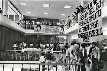 FOTO DE MAURO CALANCHINA DE LA TOMA DEL CONSEJO SUPERIOR UNIVERSITARIO EN 1980