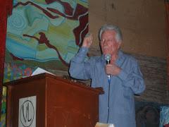 Poeta Luis Yáñez en su Recital