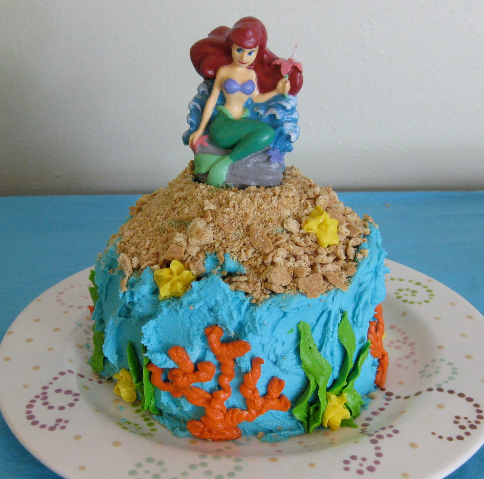 Cake With Cupcake Recipe : Stuffed Cakes: Mermaid Cake & Cupcakes