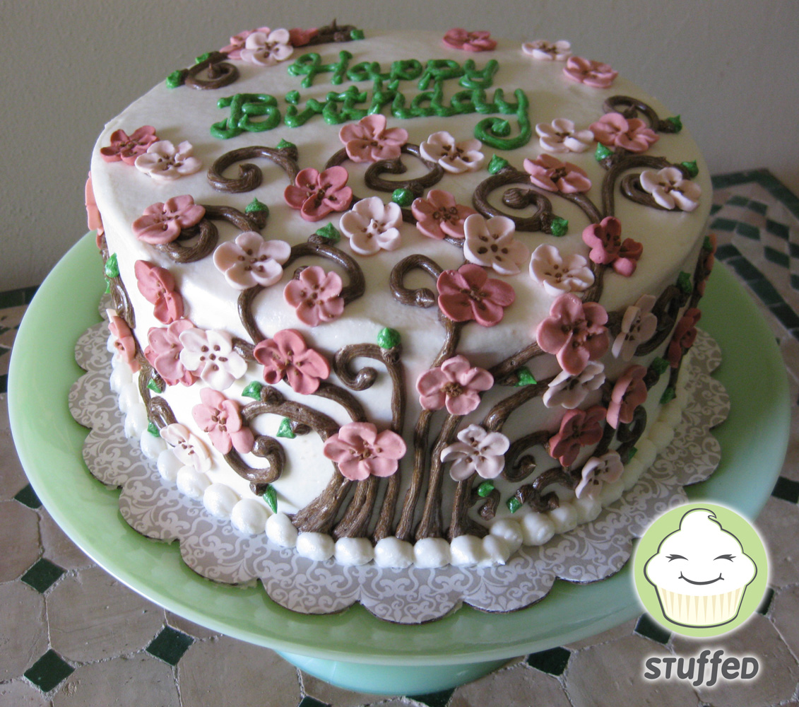 Cake With Royal Icing Flowers : Stuffed Cakes: August 2010
