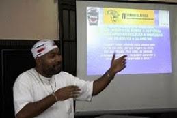 """Ubiraci Santos(Escritor) Apresentou """"Artigo"""": """"A África na Educação Brasileira"""" IV Semana da África"""