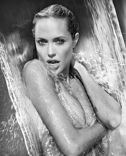 Angelina Jolie toket