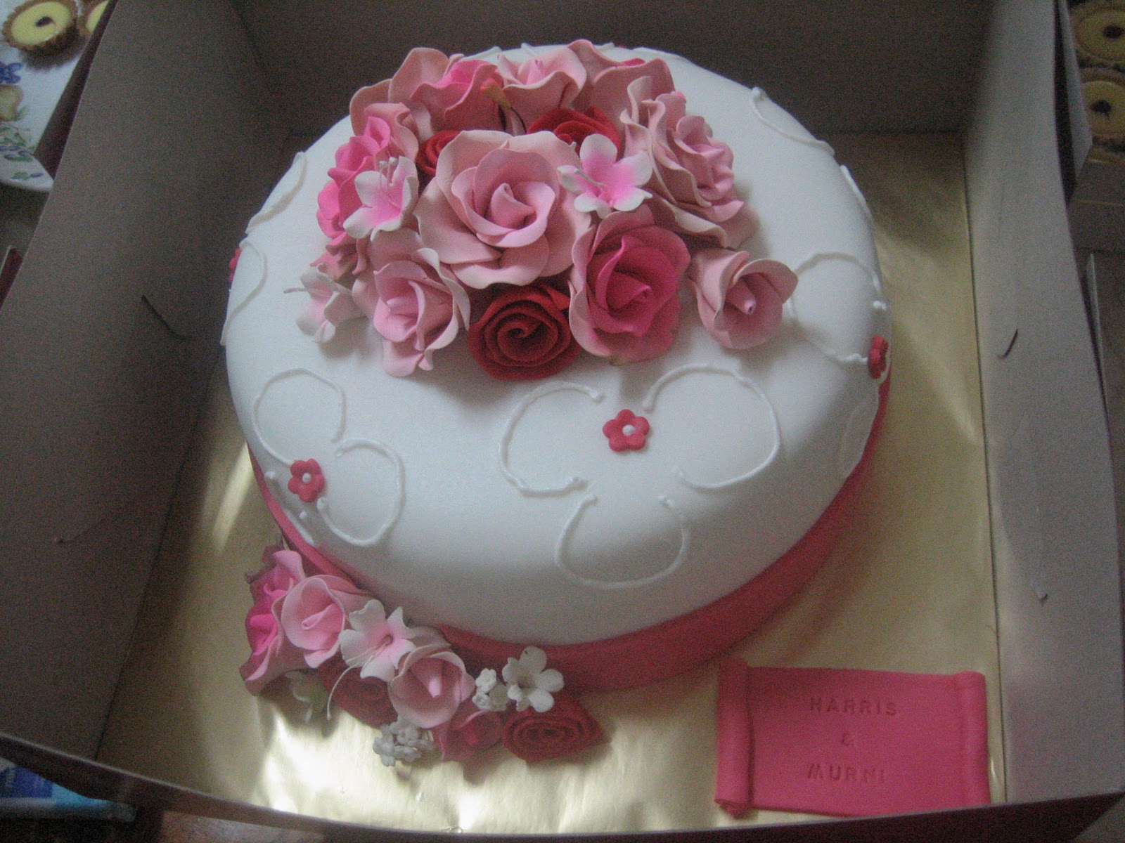 Simple Cake Designs With Fondant : Homemade sweet treats....: A simple hantaran fondant cake ...