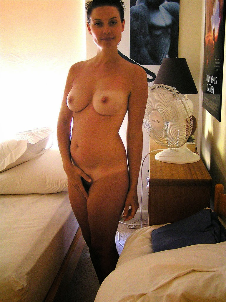 sexy hot naked wife