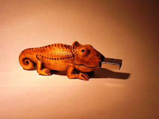 USB Toy Wooden Chameleon 8GB USB Thumbdrive