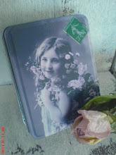 En söt liten zink ask vann jag hos Mosters trädgård