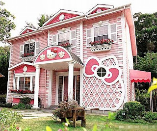 [Hello-Kitty-House-in-Shanghai-1.jpg]