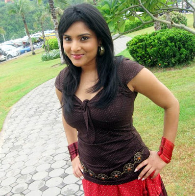 'Kuthu Ramya' of Kollywood made her re-rentry into tamil films as Divya photo Gallery