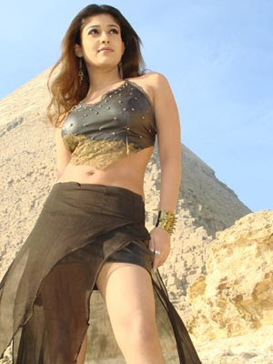 Nayan is in Phuket dancing on the beaches with Ilayathalapathy Vijay for Villu