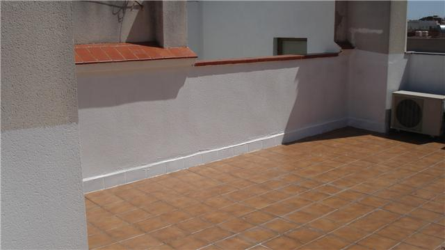 Los canalones reparar y limpiar canalones madrid colocar for Suelos de patios