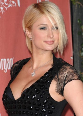 [Paris-Hilton-Cleavage-Show-7-707408.jpg]