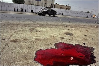 http://1.bp.blogspot.com/_EgXqKP0XKGM/SzZaMB44dOI/AAAAAAAABZQ/3CcAg07OirE/s320/Iraq+pool+of+blood.jpg