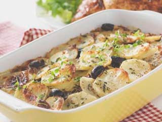 Bild: Kronfågels Bildbank, Potatisgratäng med soltorkade tomater, oliver och timjan
