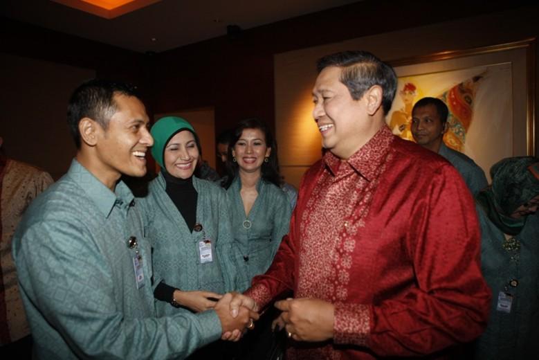 [SBY+denon+prawiraatmadja+lowres.jpg]