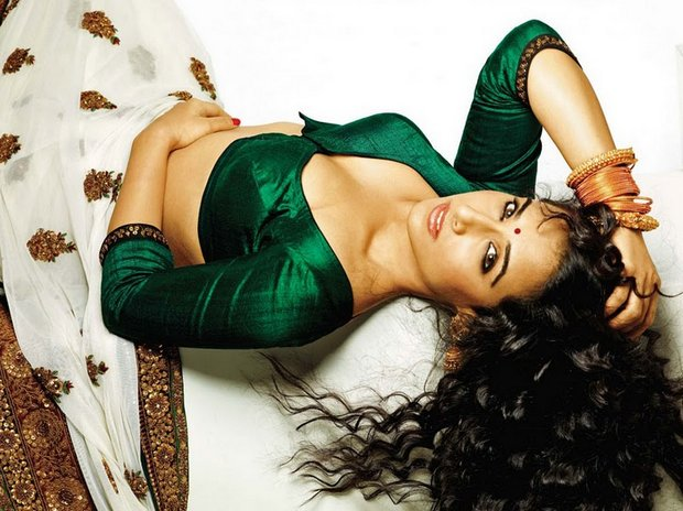Vidya+Balan-ALLHOTACTRESSIN.BLOGSPOT.COM+%284%29.jpg (620&#215;464)