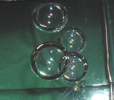 http://1.bp.blogspot.com/_Eiwce13X738/SbuagWdyLhI/AAAAAAAAGI0/hPk4Zs6jVU8/s400/Antibubbles.jpg