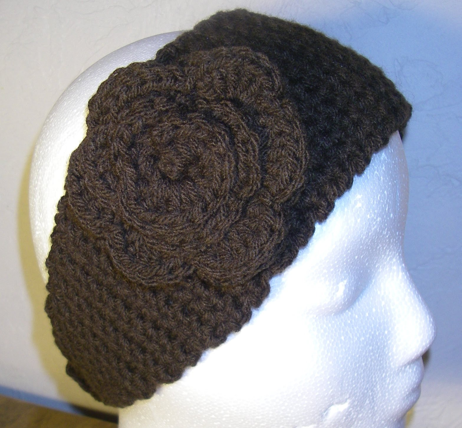 Crochet Ear Warmer : Row 25-30: sc in each stitch across, ch 1, turn (11 st)
