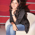 Samantha in Jeans  Photo Gallery