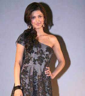 Shruthi Hassan Latest Hot Pics