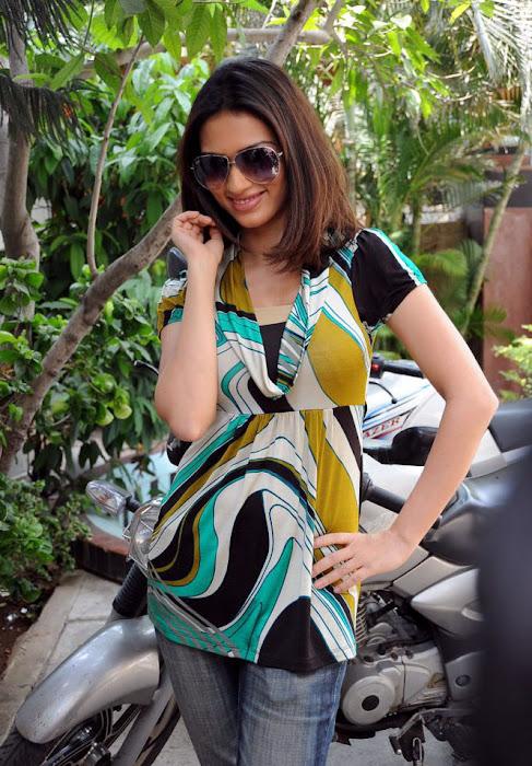 gowri pandit acctreses actress pics