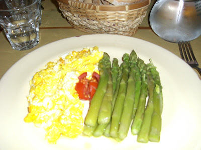 Huevos Revueltos con Espárragos