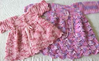 Vestidos a crochet para 3 meses y un año.