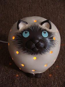 Luminária Gato Siamês Ligada