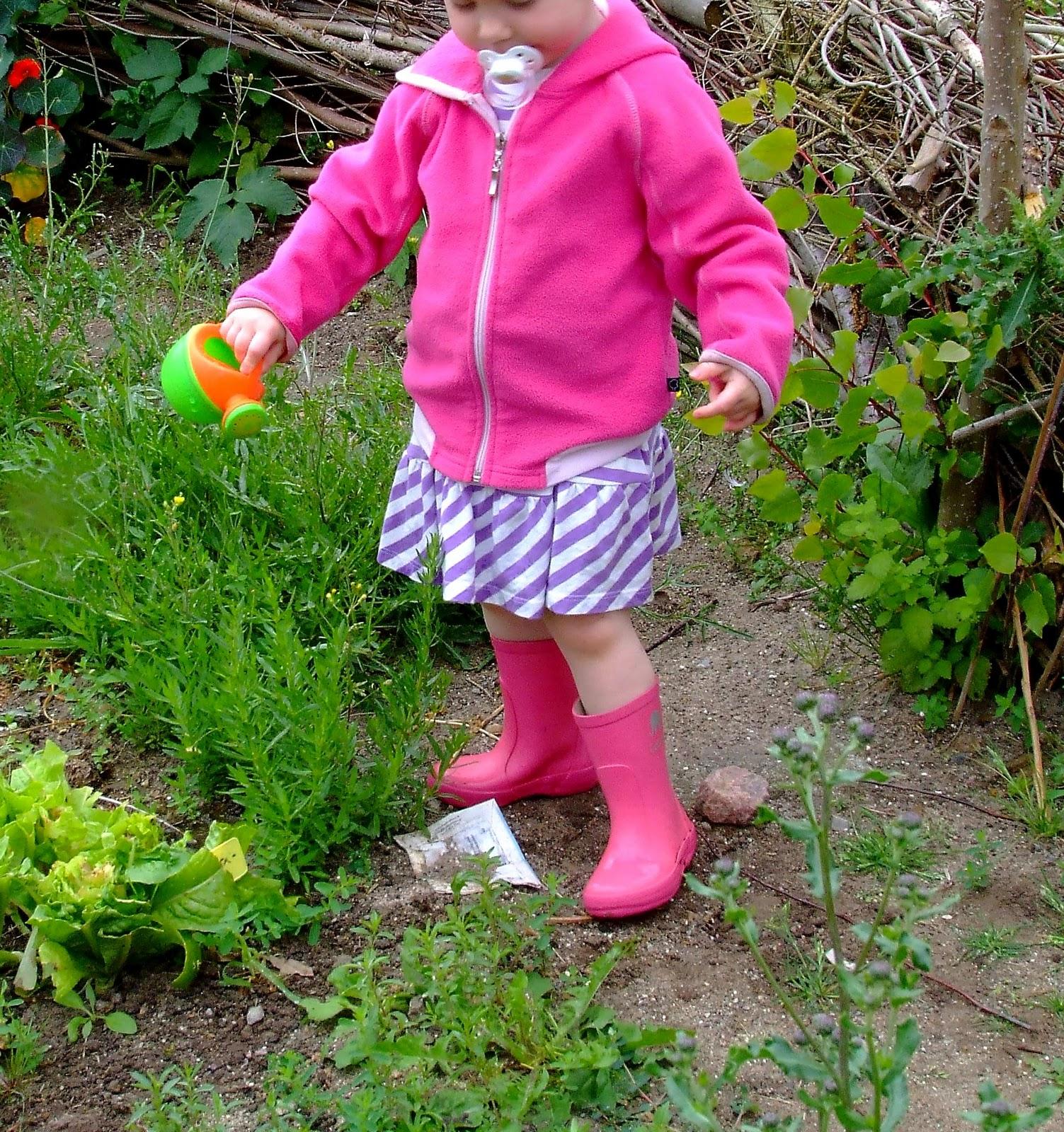 gummistøvle pige blomster