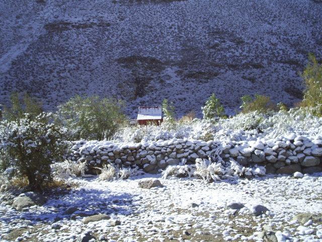 """Esta Refugio esta rodeado de Muros de piedra """"Pircas"""" hechas por los Antiguos."""