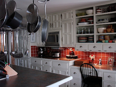 Kitchen Cabinet Costs on So  If Your Kitchen Needs A Facelift  A Cost Effective Solution Is A