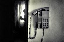 Te llamé, para vernos, se me ocurren tantas cosas; empezar por juntarnos para no hacer nada ~