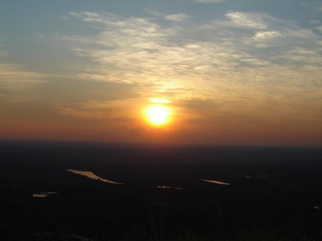 pôr-do-sol no topo do morro Santo Antônio _ Cuiabá