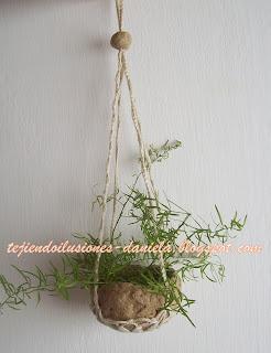 otra opcin para colgar plantas en casa esta vez un colgante tejido con un recipiente de vidrio o con un cuenco de papel reciclado podemos poner tambin