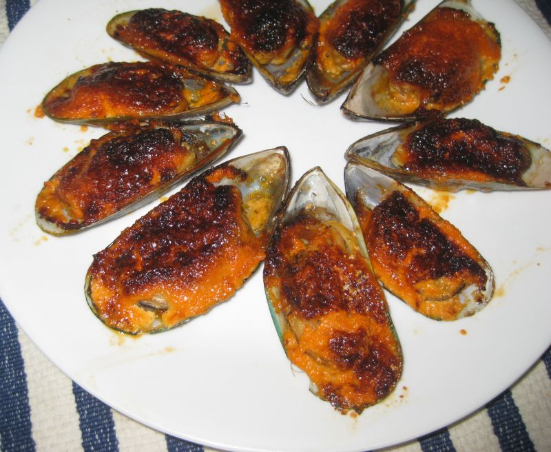 Broiled Mussels With Dynamite Sauce