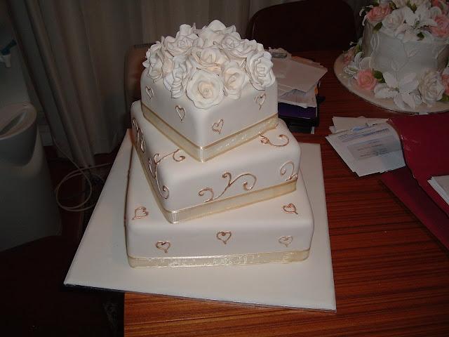 Wedding Cake Art Karen Hill : Wedding Cake Enchantress: White Cream Ivory wedding cake ...