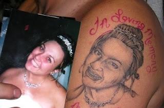 Entendeu a piadinha né?! Isso que dá fazer tatuagem com desenhista ruim...