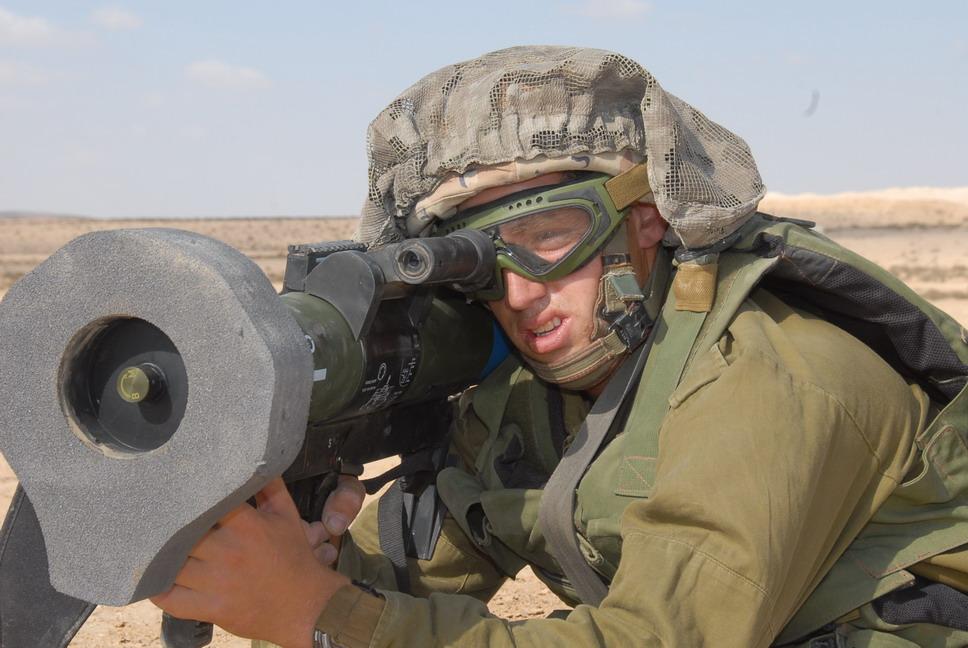 فرق قنص الدبابات العربيه ضد فرق قنص الدبابات الأسرائيليه  Matador%2BAS%2Baim